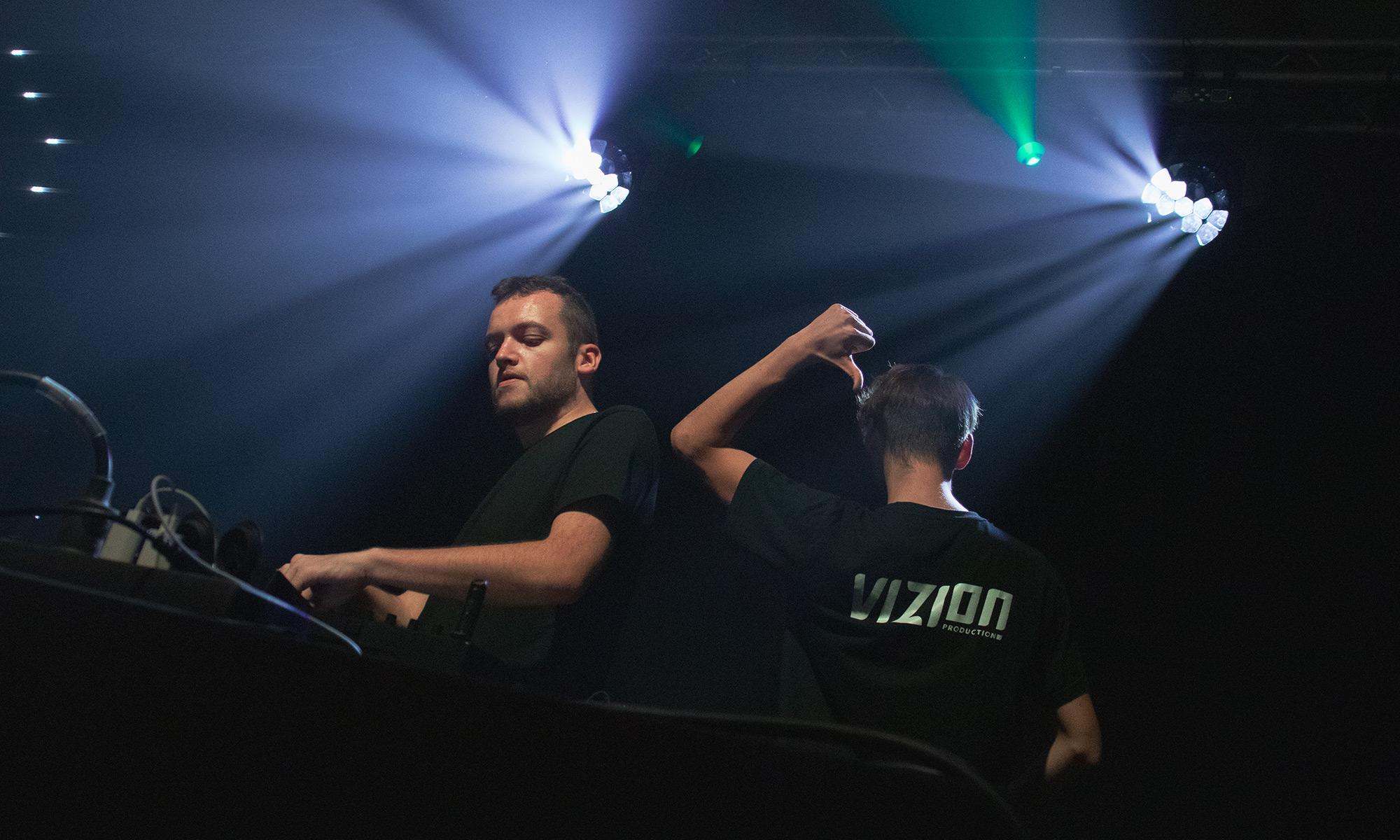 2000x1200-DJ-03