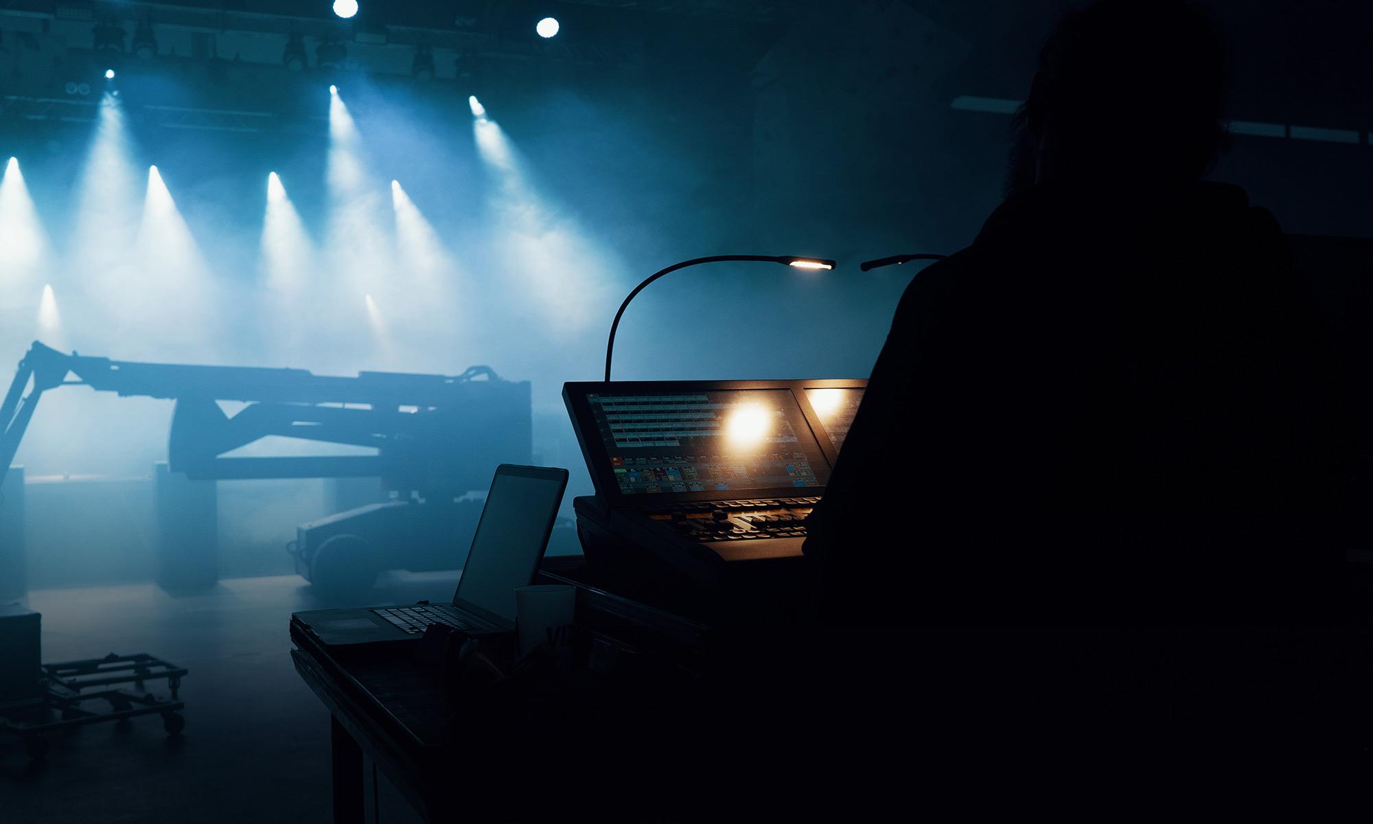 2000x1200-DJ
